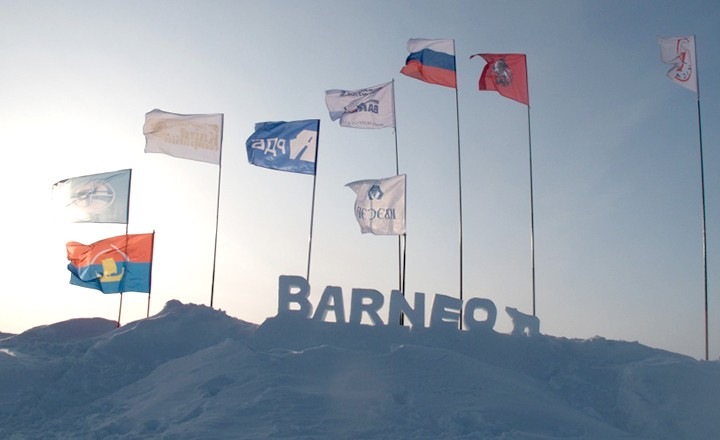 Barneo-flags-and-ice-carving.jpg