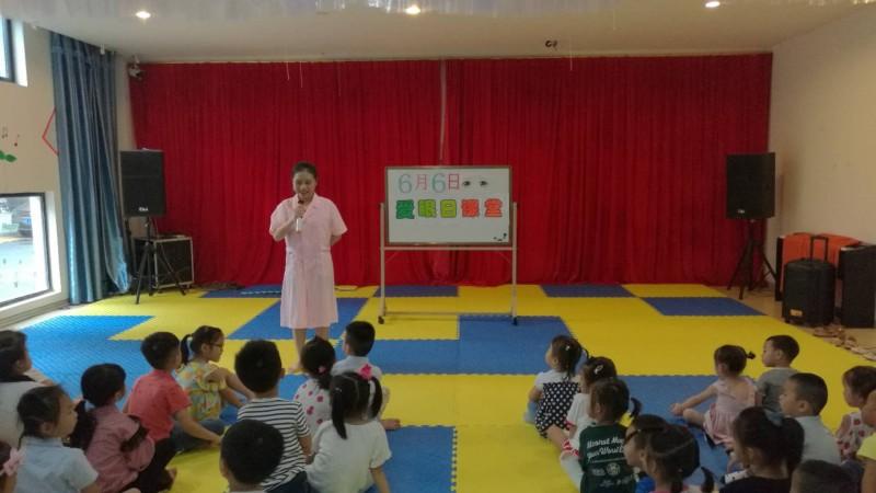 幼儿园 帖子     活动三:保健医生给全园小朋友上爱眼教育课.