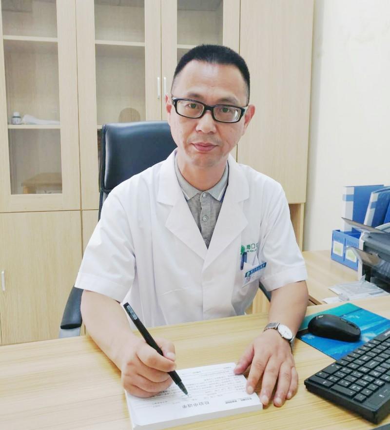 何亮—海口中山医院皮肤科主任