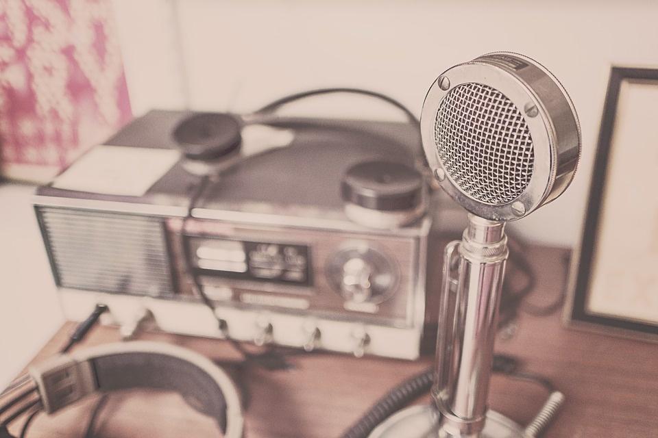 microphone-2627991_960_720.jpg