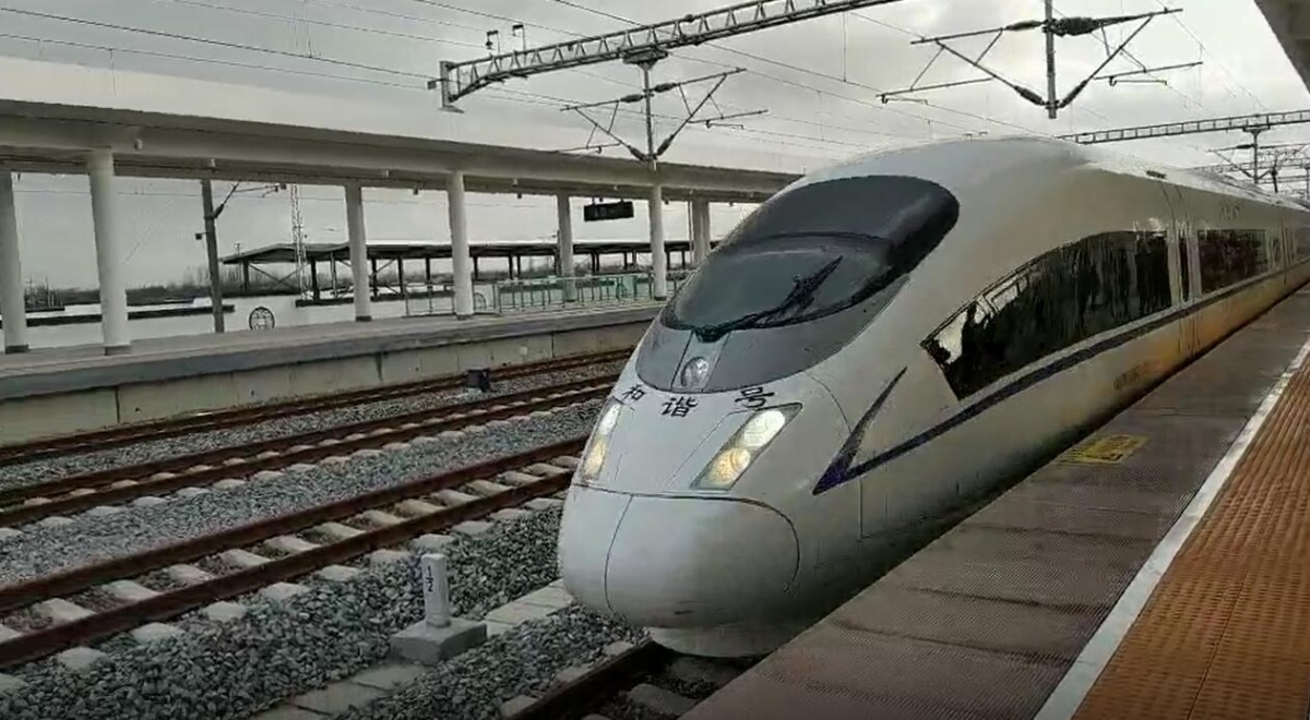 見證歷史!今天,咱阜寧人第一次從阜寧東站踏上北上的高鐵!
