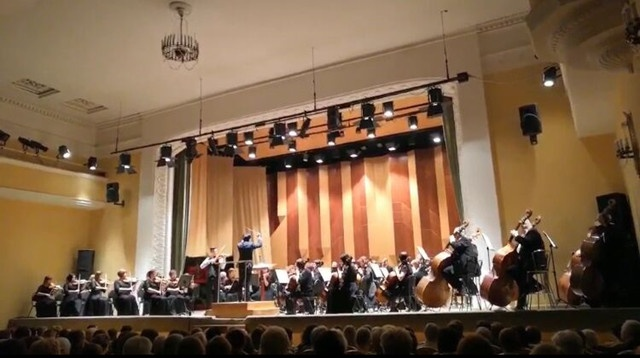 长沙交响乐团团长、音乐总监肖鸣于2月9日晚执棒沃罗涅日国家交响乐团。