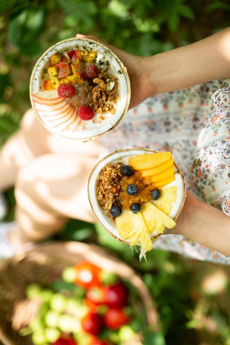 享受的菠萝椰子酸奶碗 (Pleasure from the Pineapple and Coconut Yogurt Bowl)+桃桃待我椰子酸奶碗 (Peach Me Right Coconut Yogurt Bowl)   .jpg