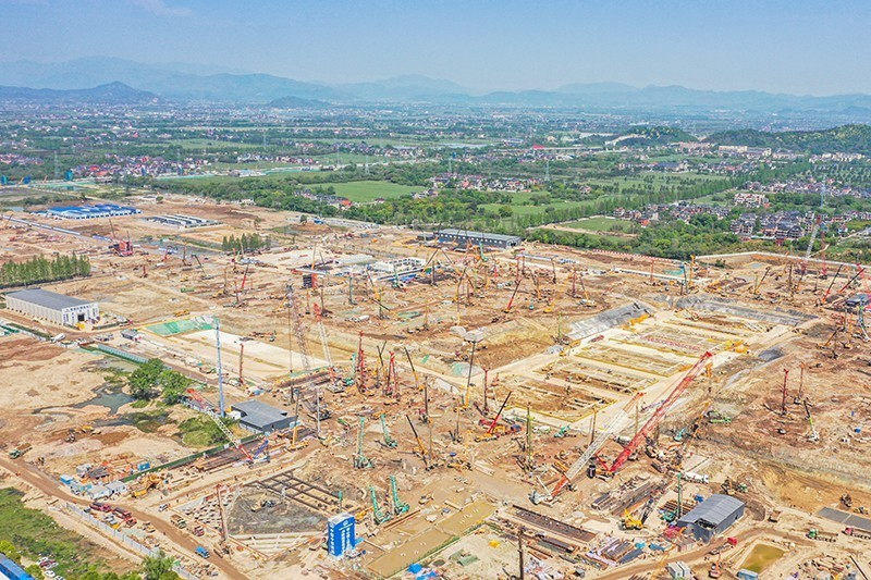 杭州机场快线一分部杭州西站施工全景,上百台机械正同步施工,抢抓施工节点工期 .jpg