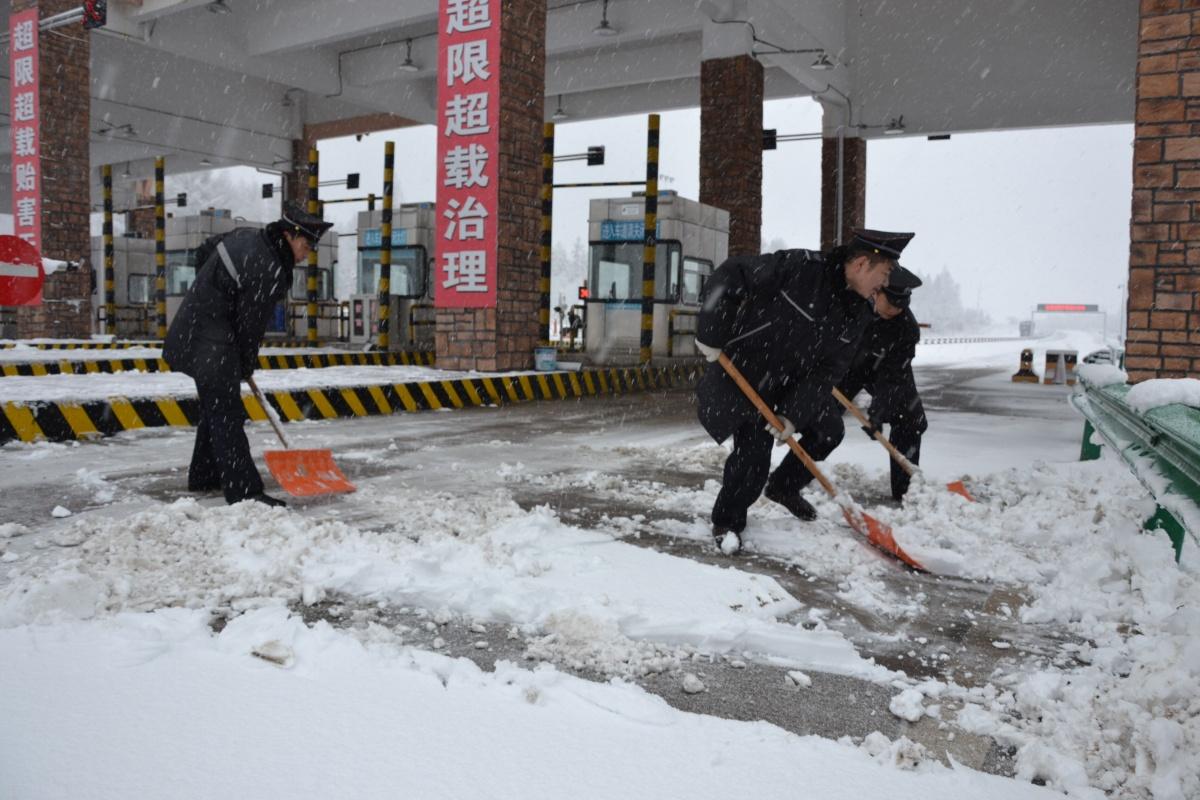 路阻除雪志愿者2.jpg