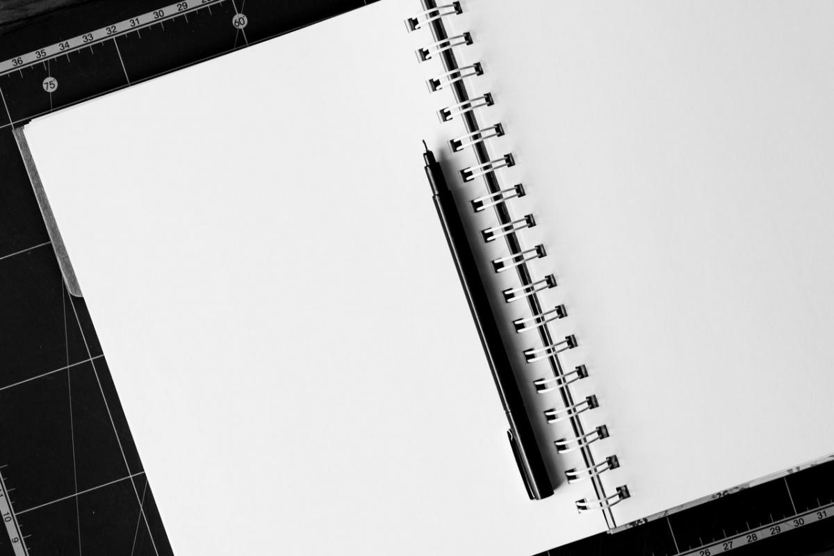 notebook-pen-table-blank-158771.jpeg