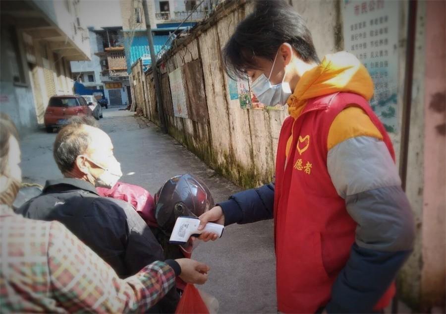 05创业系张桂阳同学疫情期间参与社区志愿服务活动.jpg
