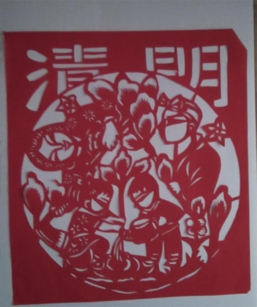 01传统文化秀一等奖作品 宠物1931班 黄子莹 剪纸《清明》.jpg