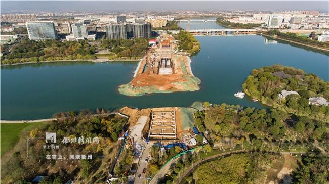 2018年12月,九华隧道一期工程完成第11个结构段主体施工(共26个节段),越江段一期基坑也已开挖到位,南岸陆地桩基全部施工完毕并完成贯梁砼浇筑。.jpg