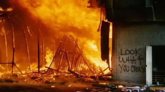 烧国旗、砸警局,军队出动:美国会重演28年前大暴乱吗?