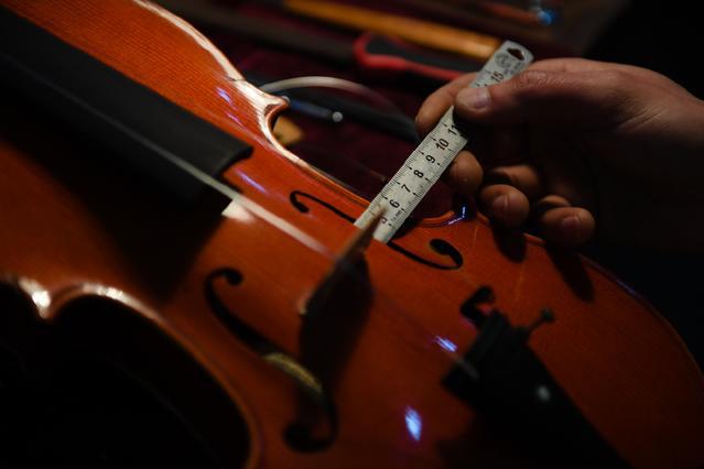 一群不懂西洋音乐的中国农民,凭啥造出了全球30%的小提琴?