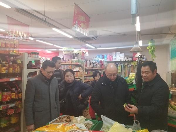 殷孟君副总裁调研腾龙百货超市.jpg