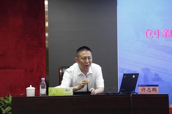 2 许志鹏作专题党课.JPG