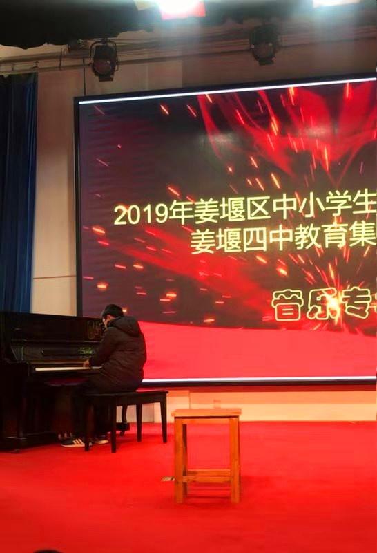 弹钢琴.jpg