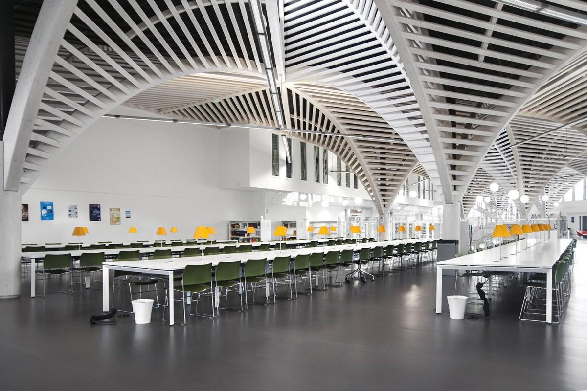 La bibliothèque de l'Université de Caen.jpg