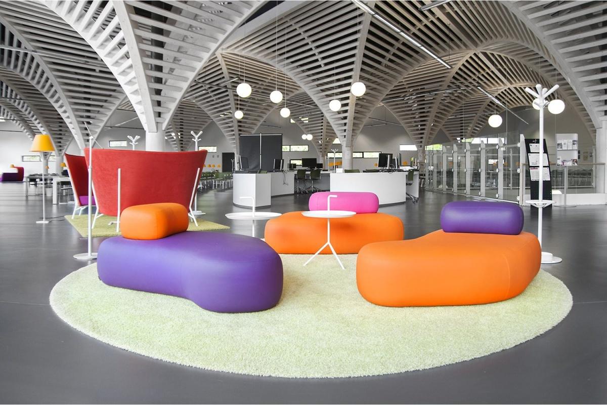 La bibliothèque de l'Université de Caen1.jpg