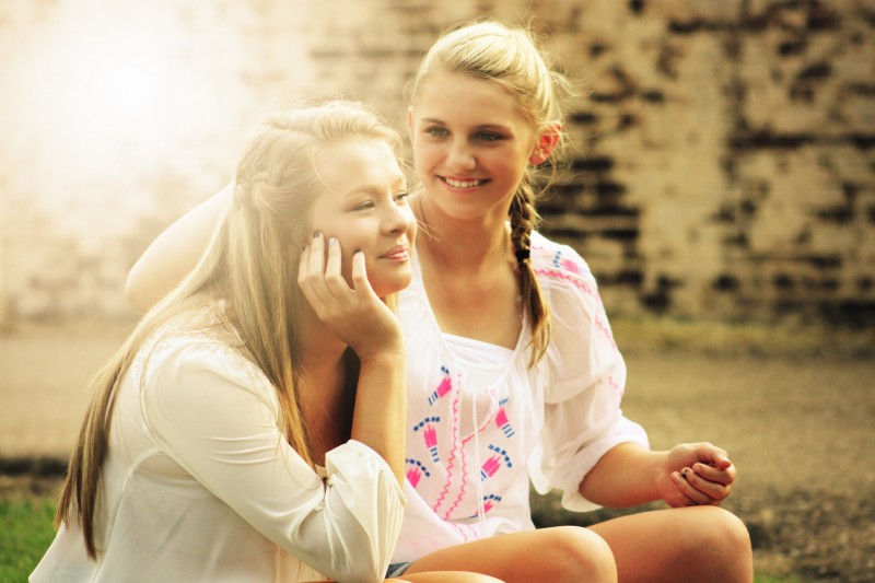 blond-friends-happy-55811.jpg