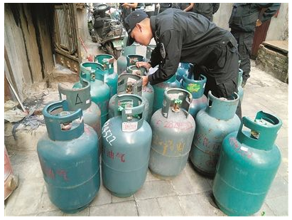 煤气罐厂家A,煤气罐一方面销售,一方面也租赁给火锅店.png