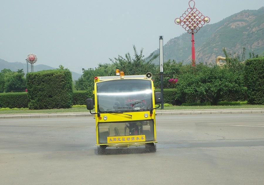 太陽能灑水車6.JPG