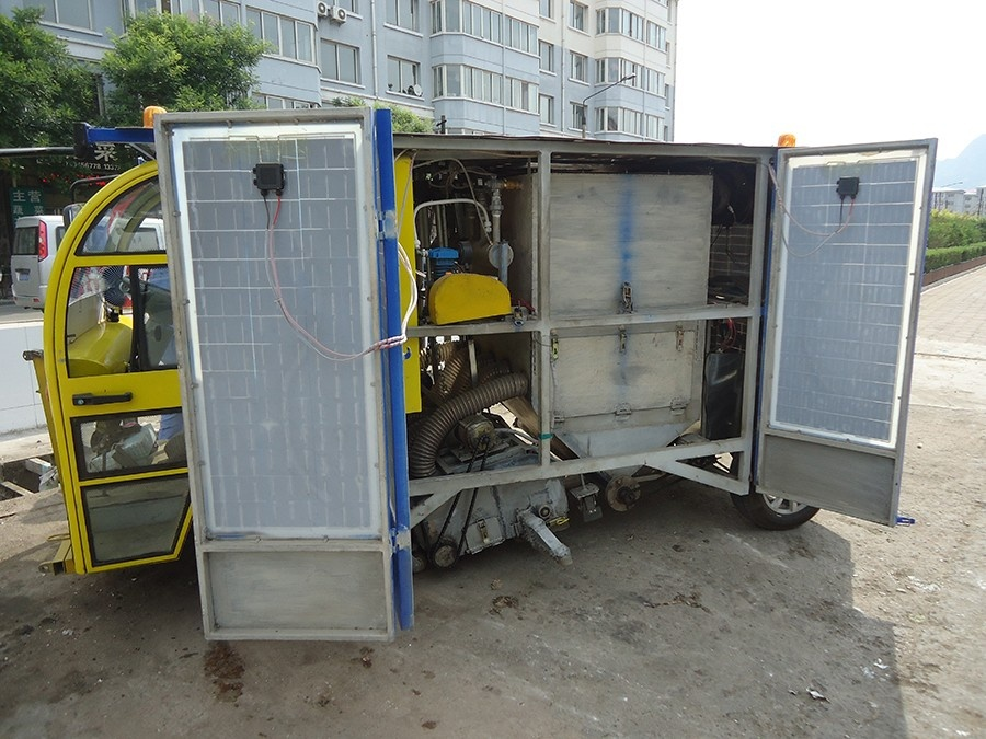 太陽能吸掃車9.JPG