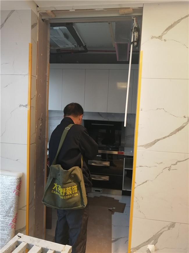 消毒碗柜烤箱安装.jpg
