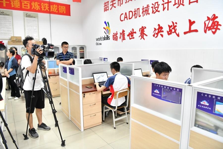 我院CAD竞赛团队在世赛集训基地参与解读会,韶关电视台、韶关日报进行报道.JPG