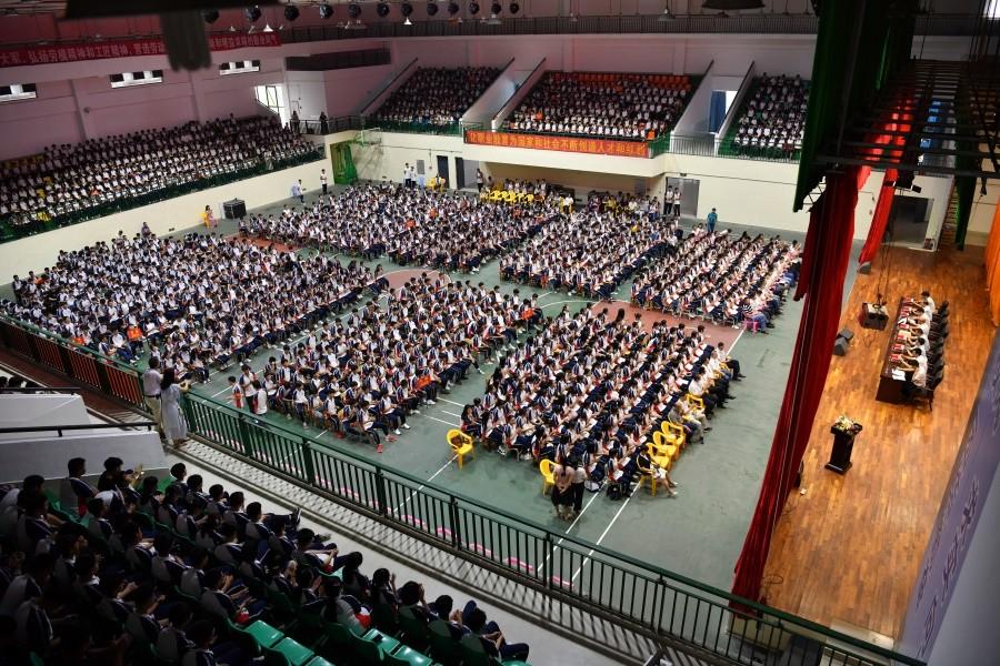 开学典礼现场坐满新生2.JPG