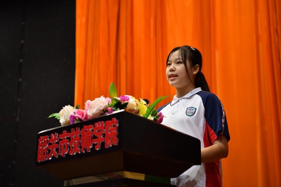 新生代表邬文钰同学发言.JPG
