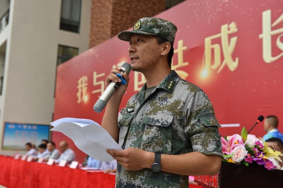 19军训教官代表发言.JPG