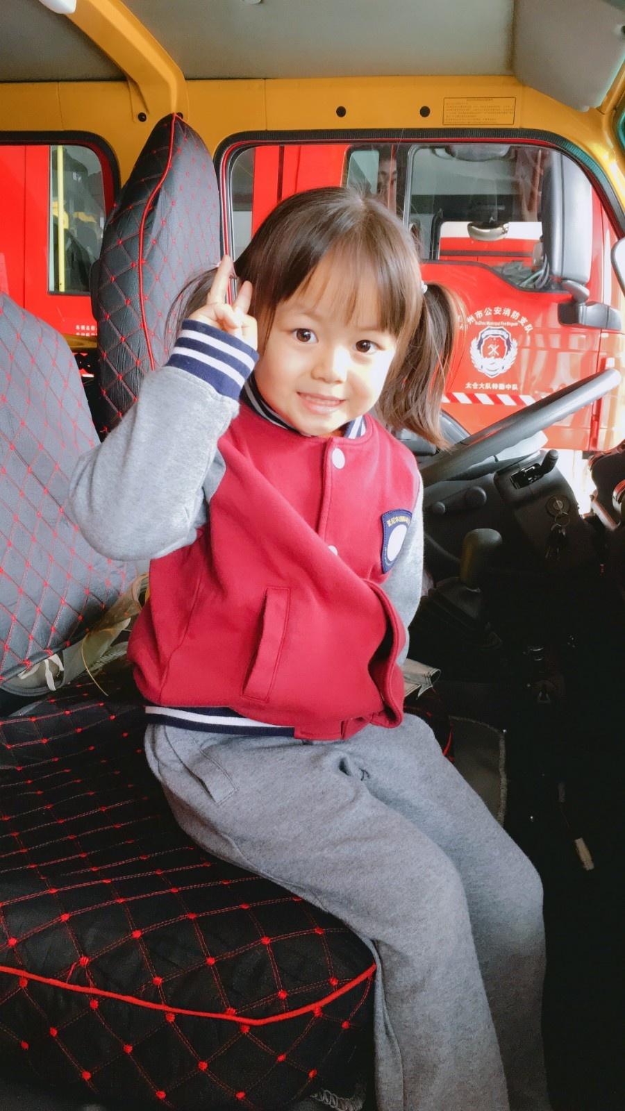 """【平安校园】""""119消防安全日""""系列活动(二) — — 中班组参观消防队"""
