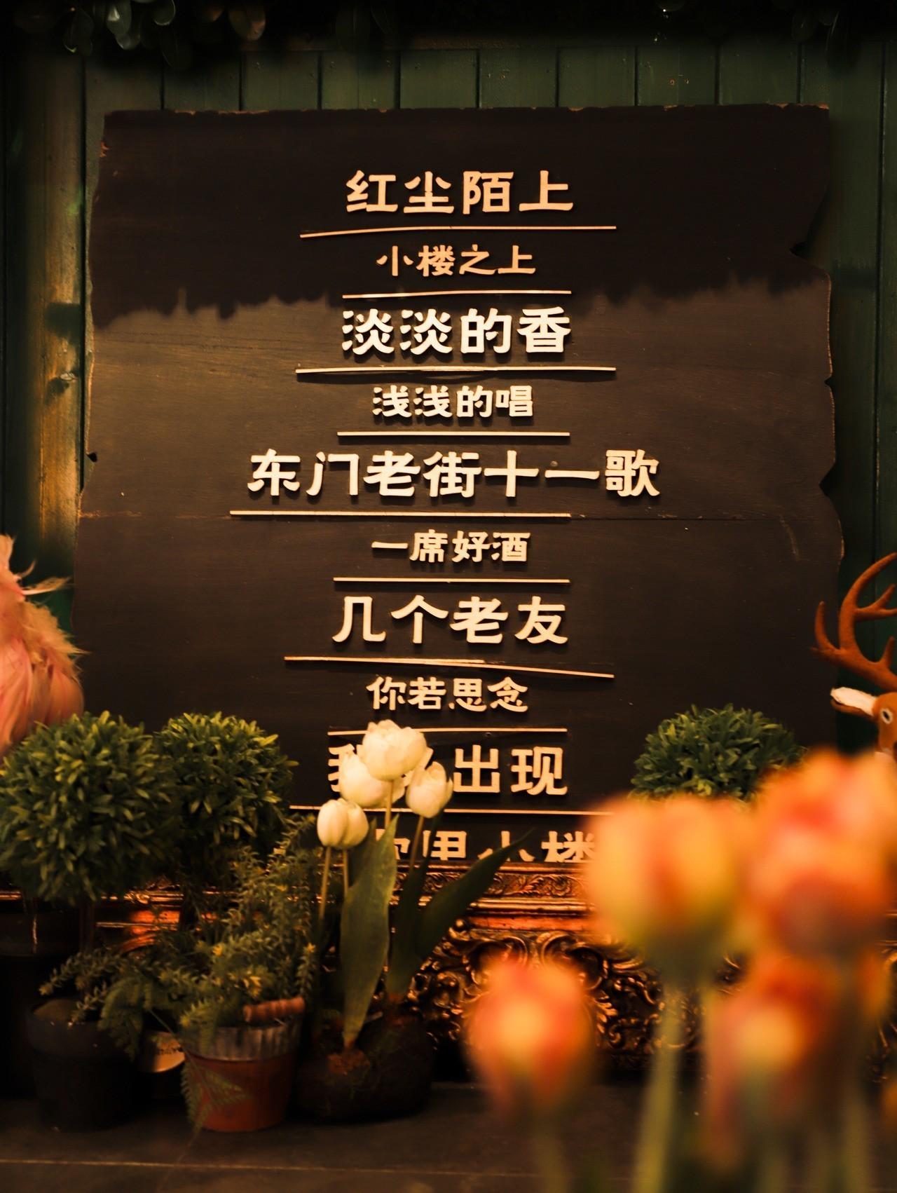 【罗湖鸿展中心城/老街·美食】浪漫音乐餐吧,极致享受美食!9.9元抢『十一歌里椰子套餐』:海南文昌鸡半只+高山娃娃菜1份+茶位费2份(不包含锅底);养足180天的海南文昌鸡,绝对良心,清爽滋补,浓浓的热带风情!