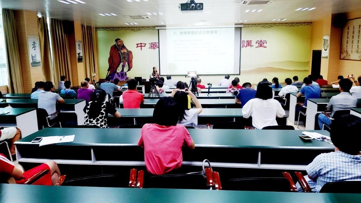 中层领导及部分班主任在主会场参与现场教学.jpg