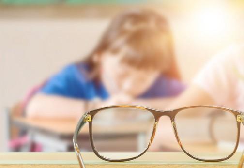 不要再认为戴上眼镜会让度数越来越深了!