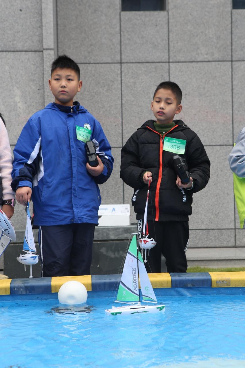 白马湖遥控帆船绕标赛 (2).jpg