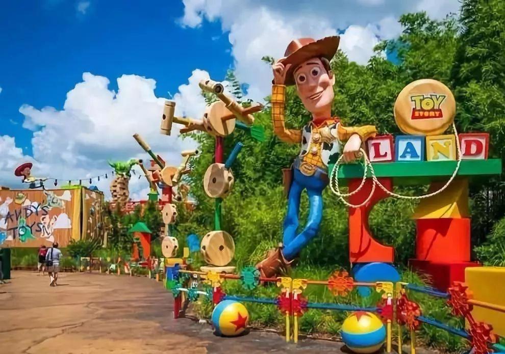 【上海迪士尼】899元起抢上海爱莎堡主题酒店卡通童趣房2-3人间(1晚) +迪士尼全日票2人+免费尊享奔驰接送服务,为您的旅程倍添精彩!有效期到年底!